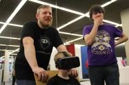 Lars Kollin & Sohn entdecken das VR-Spiel Louie Cooks.