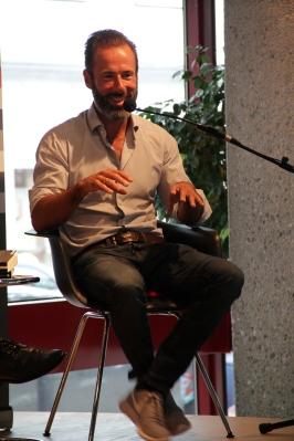 Constantin Gillies ist Journalist - eines seiner Fachgebiete ist Big Data
