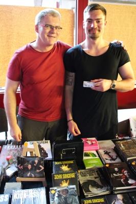 Jörg (alias Kwimbi) und Jonas verkauften Comics & Kriminologie.