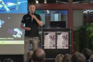 """Vortrag und """"Space Talk"""" zum Thema """"Astronautische Raumfahrt heute und morgen"""" (Foto: © Günther Ortmann)"""